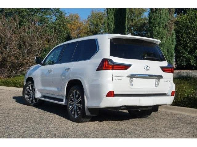 2016 Lexus LX570 Base GCC Spec